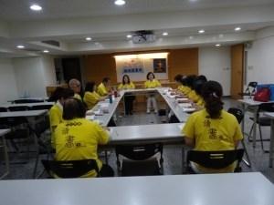 福田讀書會第三組組長羅妙琴副督導長帶領導讀工作報告。